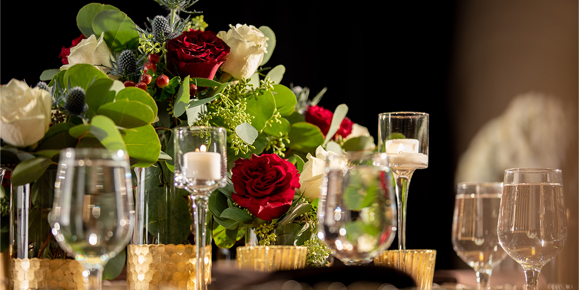 Photo of table arrangement with flowers
