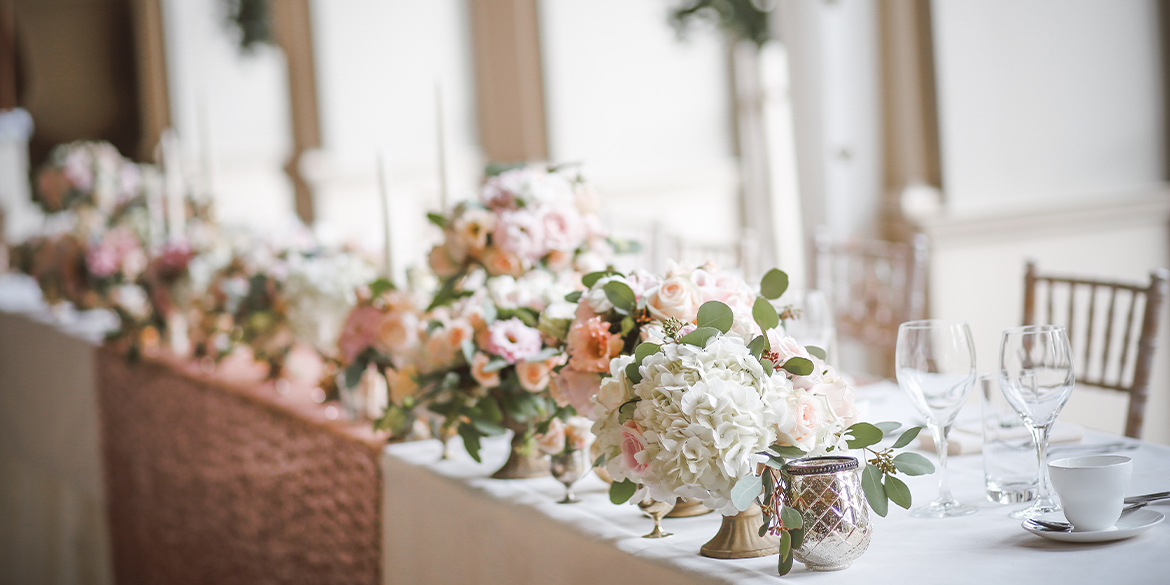 Photo of wedding table arrangement with flowers